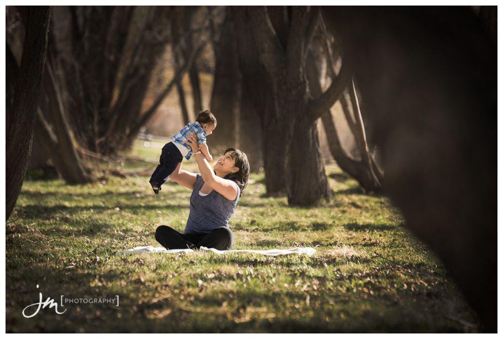 150426_028-Calgary-Family-Photographers-JM_Photography-Amy-Cheng-Confederation-Park