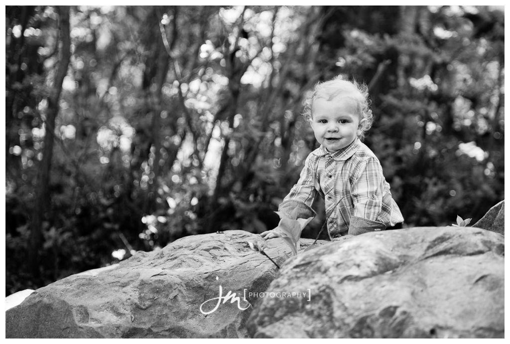 150518_186-Calgary-Family-Photographers-JM_Photography-Amy-Cheng-Edworthy-Park