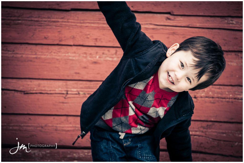 151107_099-Calgary-Family-Photographers-JM_Photography-Jeremy-Martel-Inglewood-Red-Barn
