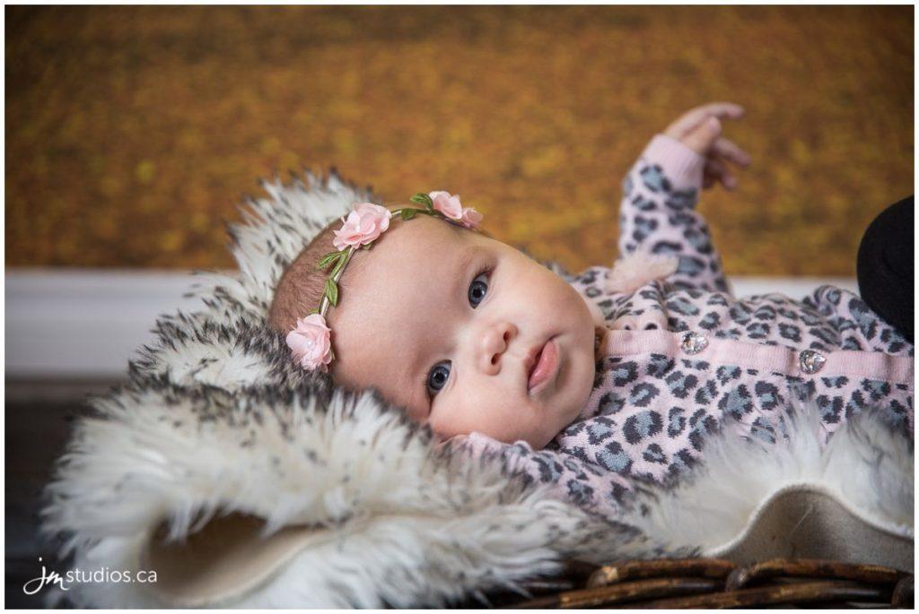 161016_030-mommylicious-calgary-newborn-photographers-carriage-house-inn-jm_photography