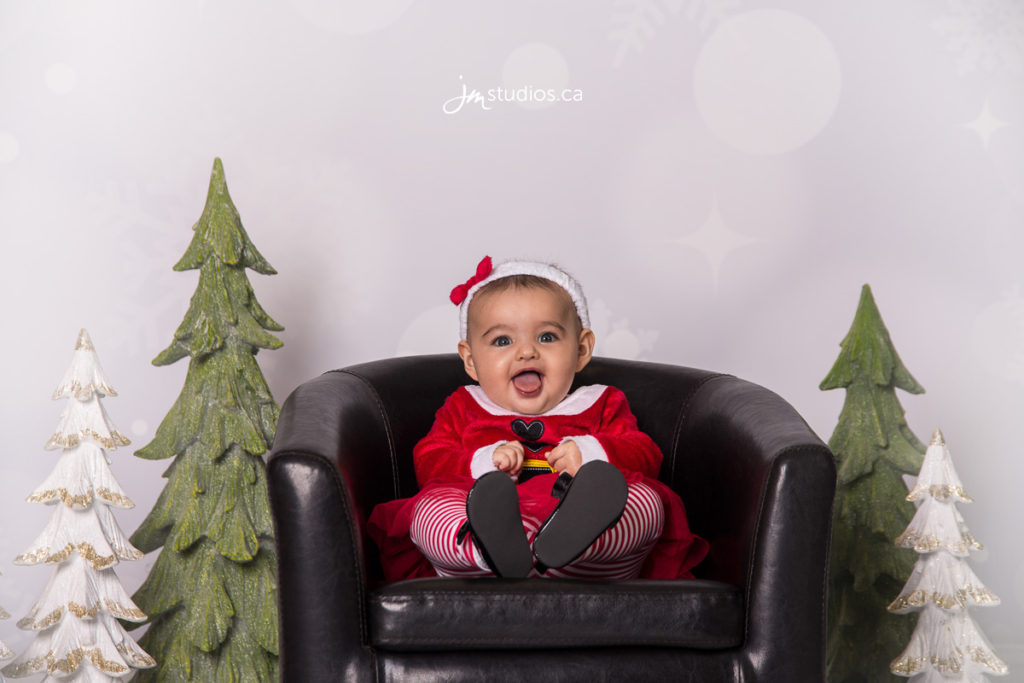 Scholten #Family #ChristmasMini Session at our Studio in #EventCore. #FamilyPhotos by Calgary Family Photographers JM Photography © 2016 http://www.JMportraits.ca #JMportraits #JMstudios #JMphotography #FamilyPhotography @EventCoreYYC
