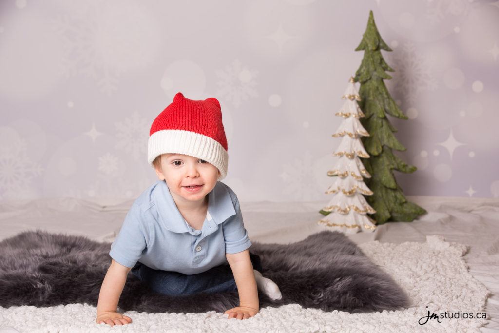 Kerr's #Family Christmas Mini Session at our Studio. #FamilyPhotos by Calgary Family Photographers JM Photography © 2016 http://www.JMportraits.ca #JMportraits #JMstudios #JMphotography #FamilyPhotography